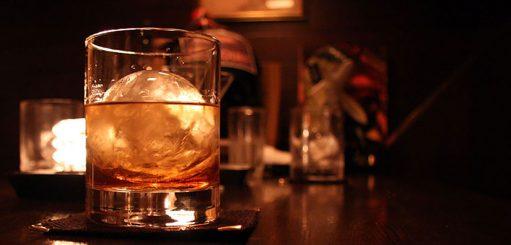 Water toevoegen aan whisky
